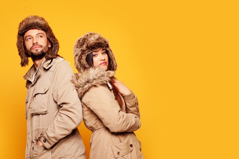 Mand og kvinde i flotte jakker