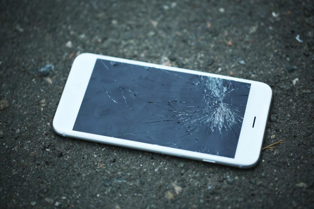 Telefon med ødelagt glas